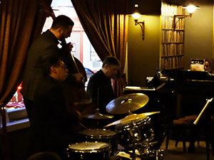 Christian BRENNER en trio avec Pier Paolo POZZI et Matyas SZANDAI @ Le Café Laurent